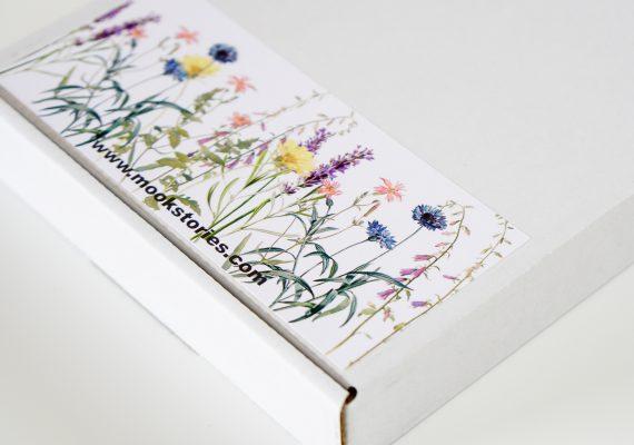 gedroogde bloemen in een giftbox