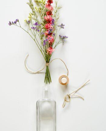 Droogbloemen boeket met fles