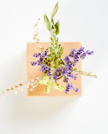 Mini droogbloemen boeket met houten houder